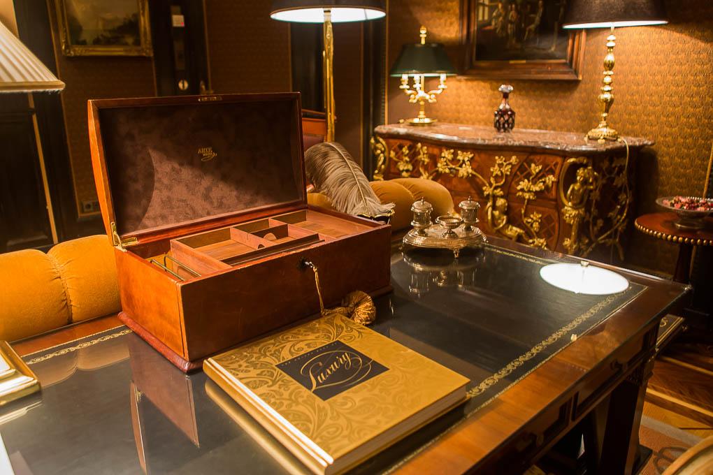 Der Schreibtisch im Arbeitszimmer.