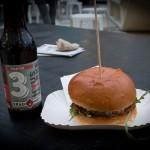 Ein Cheese-Burger von  Hy Kitchen und dazu ein  Craft-Bier