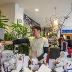 Johannes Lerch ist Foto- und Taschendesigner. Er produziert Täschchen und Etuis, die aussehen wie aus Papier, sich jedoch wie Stoff anfühlen und sehr reißfest und wasserabweisend sind.