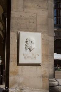 Ernst Fuchs kommt aus meiner Heimatgemeinde Kritzendorf (* 14. Juni 1851 in Kritzendorf, Niederösterreich; † 21. November 1930 in Wien) war ein österreichischer Augenarzt. Nach ihm wurde in Kritzendorf eine Gasse benannt und seit 1921 ist er Bürger ehrenhalber der Stadt Wien.