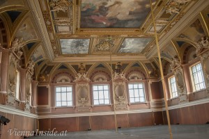 Alle drei von Gustav Klimt für den Festsaal der Universität geschaffenen Deckengemälde verbrannten im Mai 1945 in Schloss Immendorf in Niederösterreich, nachdem abziehende SS-Verbände das Schloss in Brand gesteckt hatten.