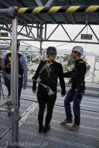 Ein 36m hoher Turm an dem man sich über einem Seil schwebend über die U-Bahn Station und den Hafen schweben lassen kann.