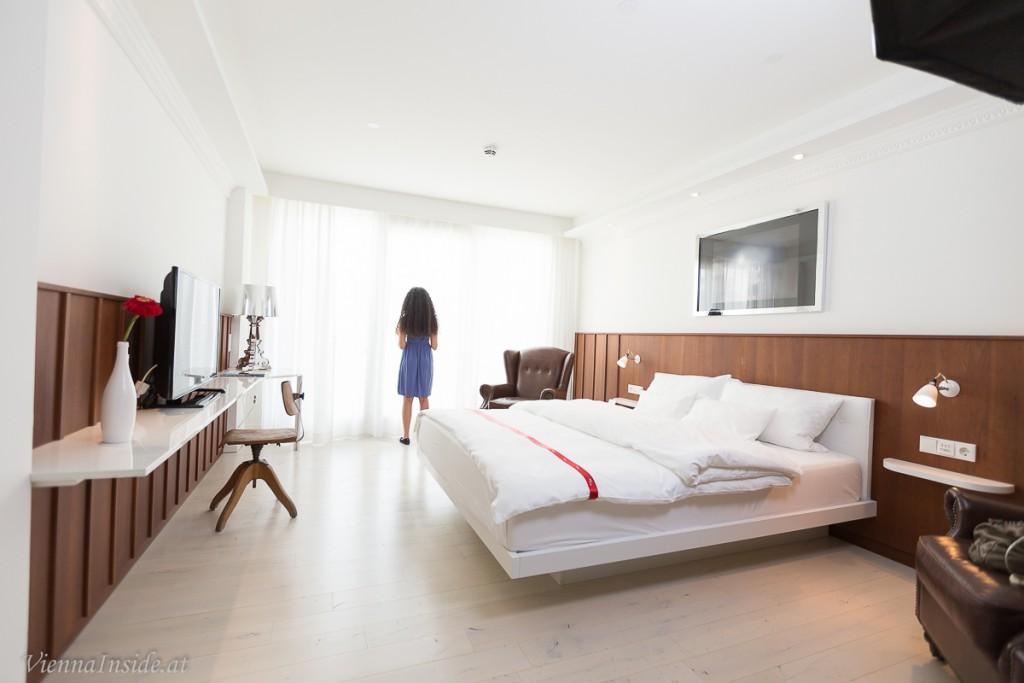 Das Zimmer ist total hell und freundlich und groß ist es ausserdem.