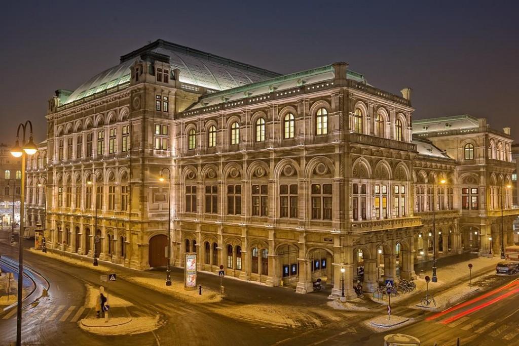 """Wiener Staatsoper - aus der Reihe """"Haben Sie Wien schon bei Nacht gesehen"""". #WienbeiNacht Die Wiener Staatsoper wurde als erstes Monumentalgebäude der Wiener Ringstrasse am 25. Mai 1869 mit einer Aufführung von """"Don Giovanni"""" als k.k. Hof-Operntheater eröffnet."""