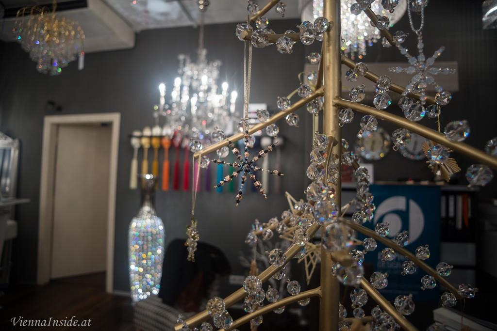 Die fertigen Werke wurden danach auf einen echten Kristallbaum gehängt.
