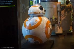 Dieser rollende Droide heißt BB-8 und ist ganz frisch vom neuen Film eingetroffen.
