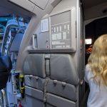 An dieser Wand schaltet und waltet normalerweise die Stewardess. Radio und Lautsprecherdurchsagen werden hier geregelt.