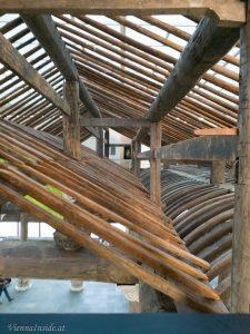 Die 14 Meter hohe Konstruktion aus Holz, die aus über 1.300 Einzelteilen besteht, ist zum ersten Mal außerhalb Chinas zu sehen.