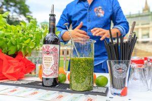 MARTINI ist nicht zur köstlich zum mixen, man kann ihn auch für Salatdressings verwenden.
