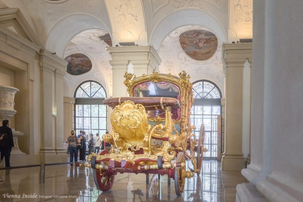 Mit Fürst Joseph Wenzel I. von Liechtenstein fand der Wagen später auch eine bedeutende Wiederverwendung: Der Fürst wurde im Jahr 1760 von Maria Theresia mit der Abholung der Verlobten ihres Sohnes Kronprinz Joseph, Prinzessin Isabella von Parma, anlässlich der Vermählung des Paares in Wien beauftragt. Am 3. September hielt der Fürst im Goldenen Wagen in einer aufwändigen Auffahrt von Gala-Wagen in Parma Einzug.
