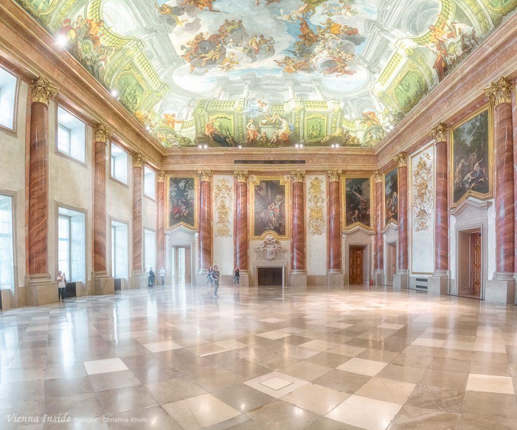 Der Herkulessaal gilt mit seinen 530 qm als der größte profane Barocksaal Wiens. Und er ist sehr beeindruckend.