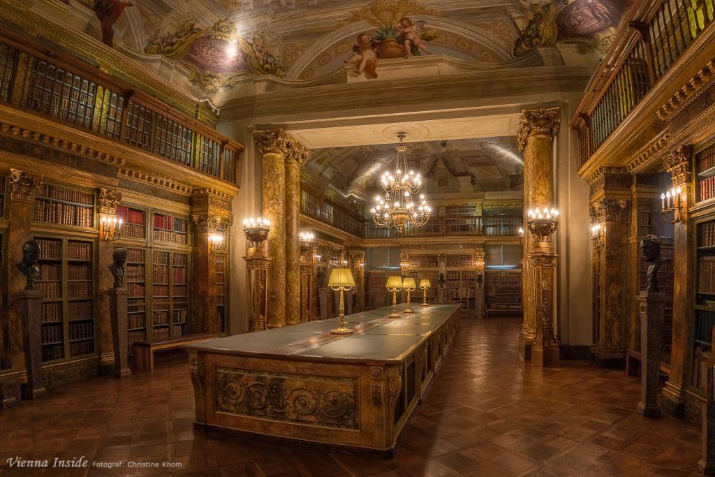 Ein einzigartiges Werk in der fürstlichen Bibliothek ist sicherlich das Buch von •  Sebastiano Serlio (1475–1554), Architettura di Sebastiano Serlio / Bolognese / in sei Libri divisa