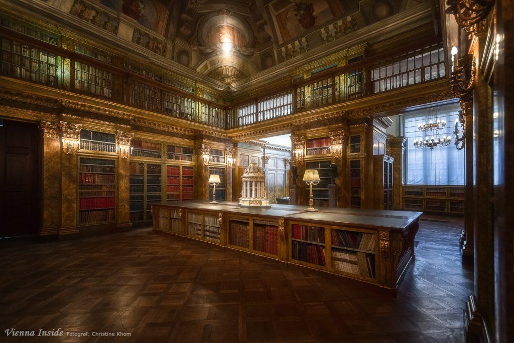 Die Bibliothek der Fürsten von Liechtenstein umfasst heute rund 100.000 Bände aus allen Wissensgebieten vom 15. bis zum 19. Jahrhundert und spiegelt die politischen Funktionen, den Wohlstand und den Einfluss des Hauses Liechtenstein sowie die persönlichen Interessen einzelner Familienmitglieder wider.  Um 1800 zählte die Liechtensteinische Büchersammlung mit ca. 40.000 Bänden – neben den Bibliotheken des Kaisers Franz und der Universitäts- sowie der Hofbibliothek – zu den grössten und wertvollsten Bibliotheken Österreichs.