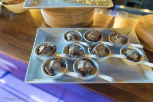Chestnut Ravioli mit Blutwurst  in Steinpilzen mit hausgemachter Maronen-Pasta;