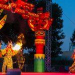 Eingeleitet wird das Schauspiel durch eine imposante Feuershow.