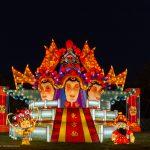 Das Thema dieser Laterne ist die Peking Oper.  Die Masken spielen eine bedeutende Rolle in der Peking Oper und zeigt die unterschiedlichen Charaktere.
