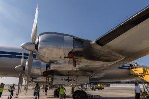 Jedes Triebwerk leistet  3.250 PS und dreht einen riesigen Propeller mit einem Durchmesser von 4,6 m.
