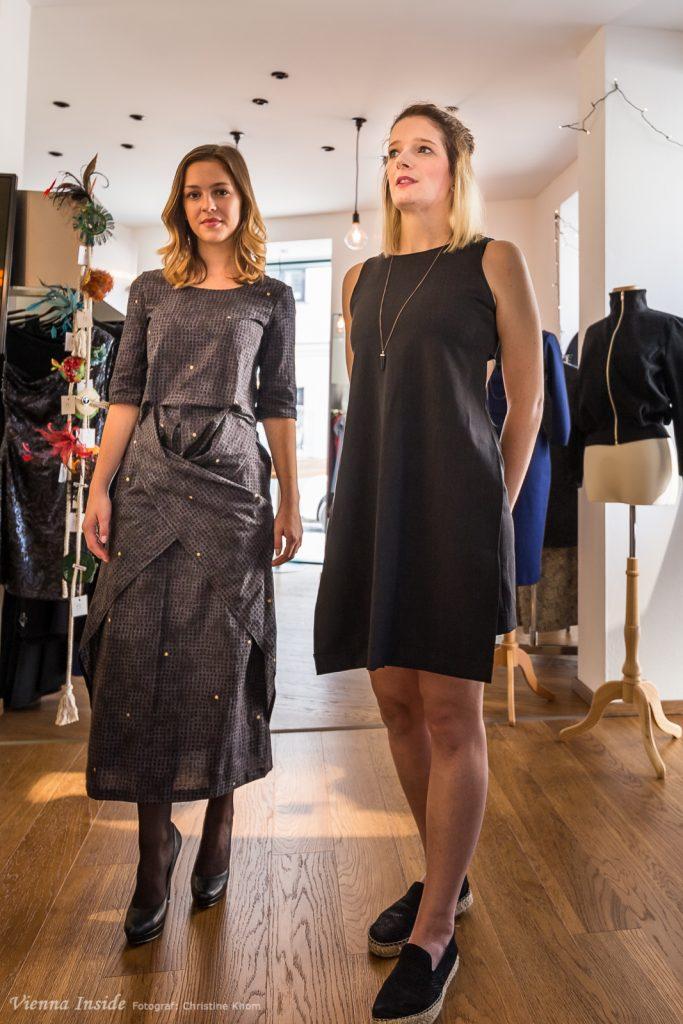 Links neben Simone seht ihr ein Kleid aus ihrer Herbst/Winter Kollektion - vorgeführt von der bezaubernden Lisa Enzminger.