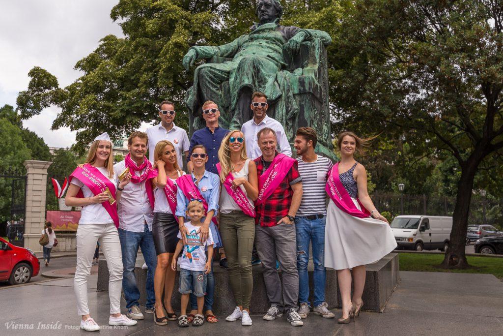 Noch ein letztes braves Gruppenfoto vor dem Goethe Denkmal.