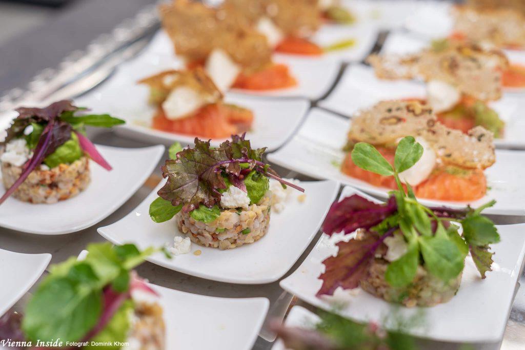 Salat von Bulgur & Buchweizen mit Zitrone, Spinat & Schafskäse